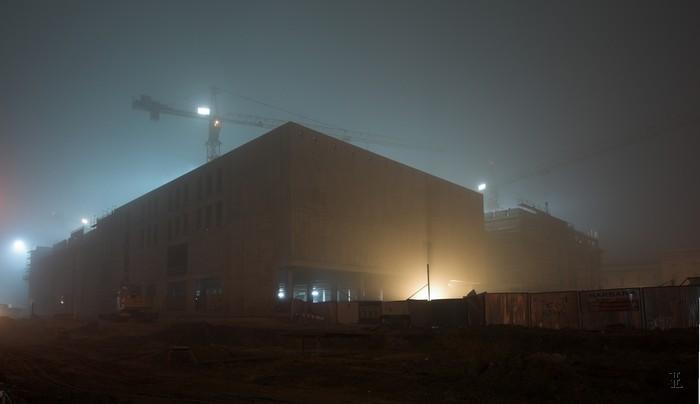 Budowa Galerii Krakowskiej we mgle