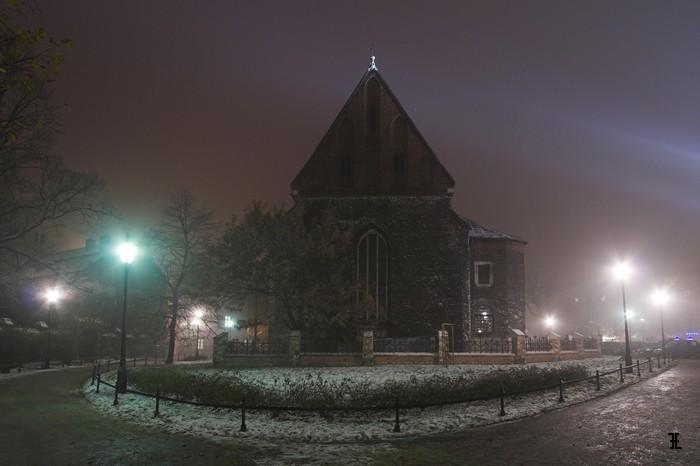 Kościół św. Krzyża we mgle